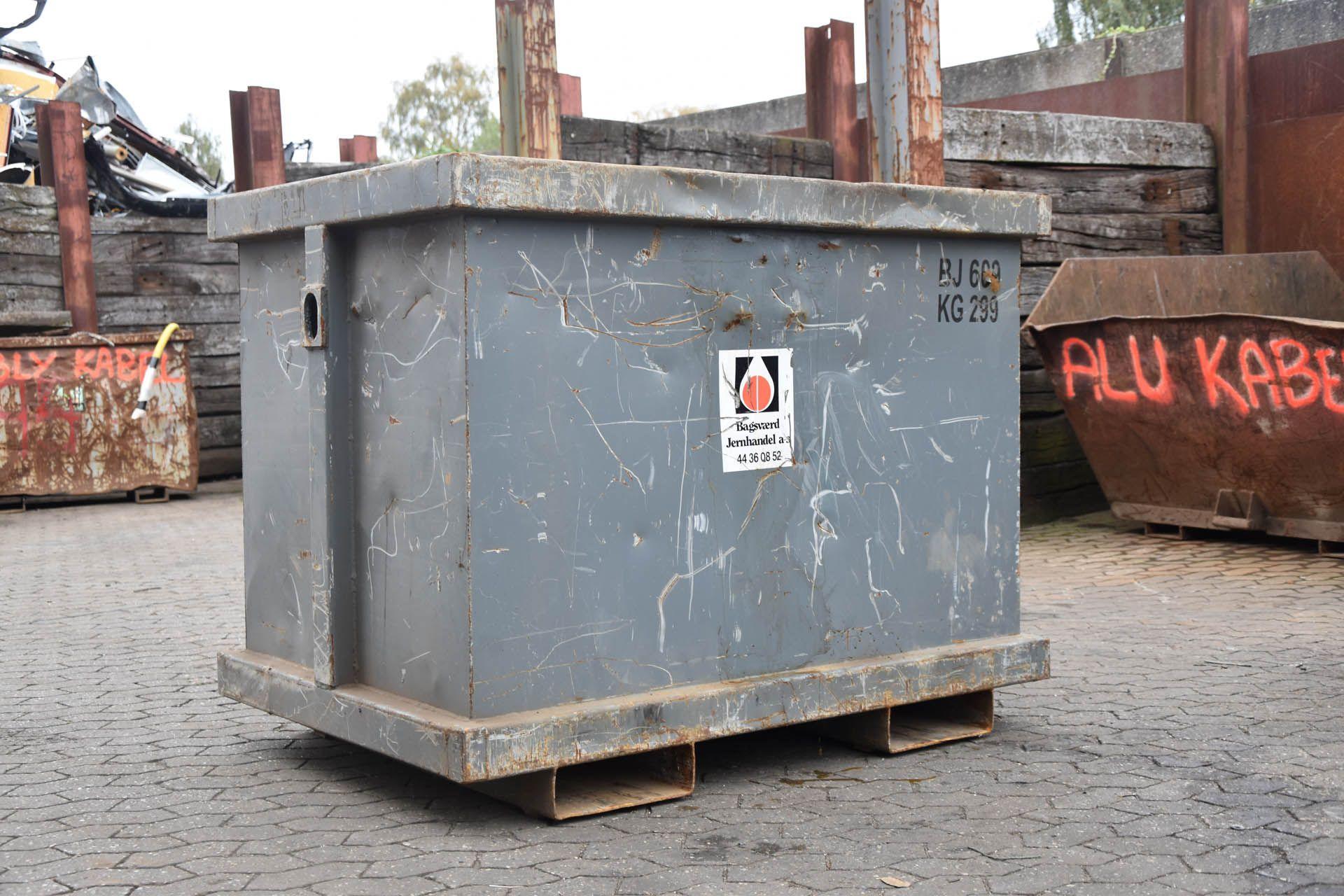 Malene Bonde Andersen - DSC_0617 Stor truckkasse 1,5 m3_011020